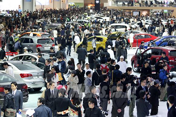 서울모터쇼, 각사 뽐내는 도우미는?